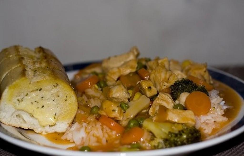 Sałatka z kurczaka z ryżem