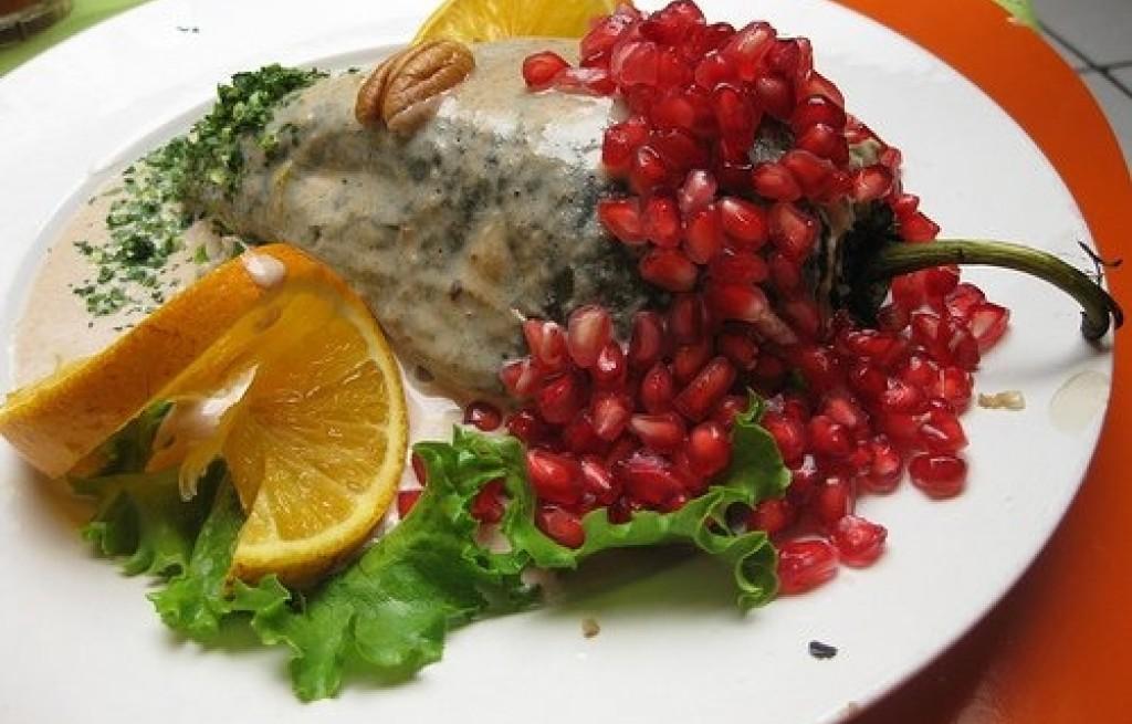 Papryka z ryżem i owocami