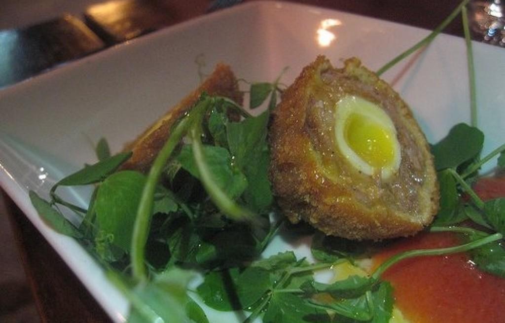 Jajka przepiórcze w mięsie