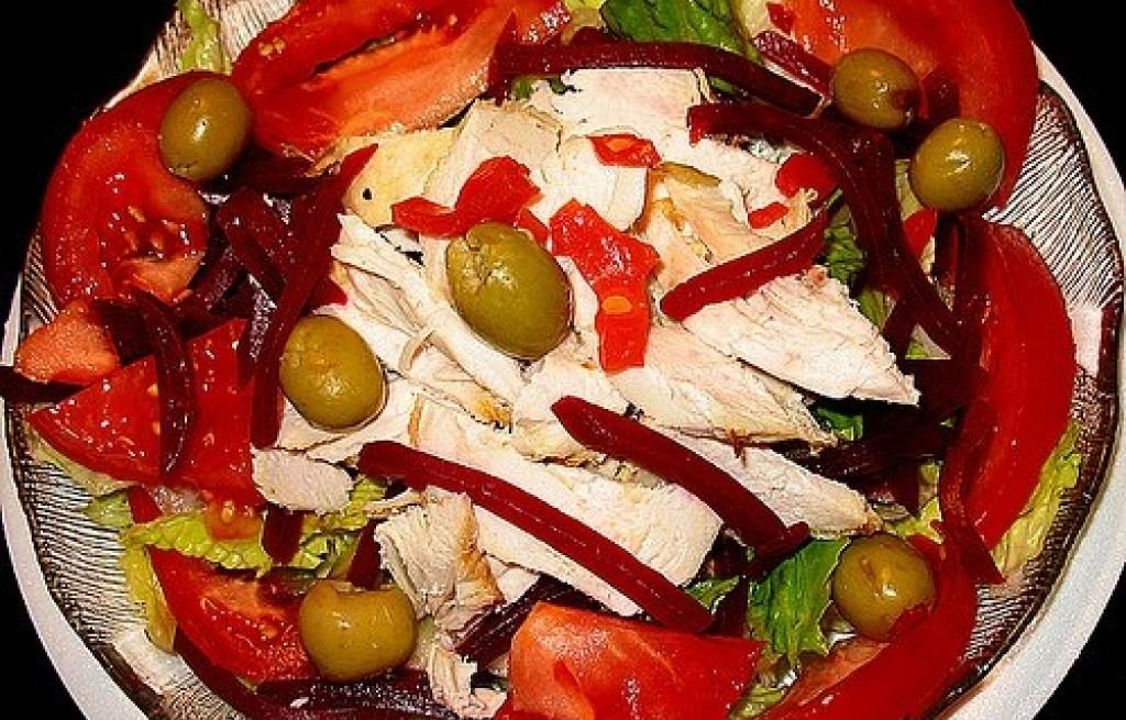Sałatka z buraków, pomidorów i kurczaka