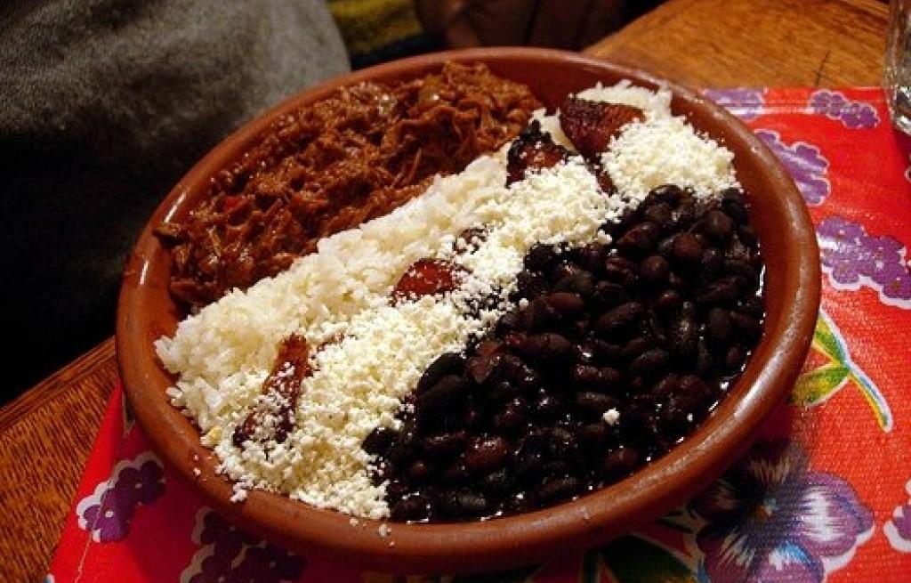 Wołowina z fasolą i ryżem