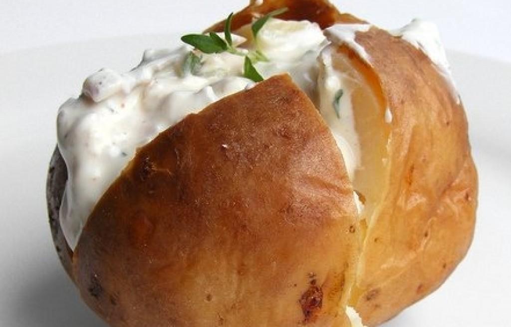 Ziemniaki pieczone z sosem