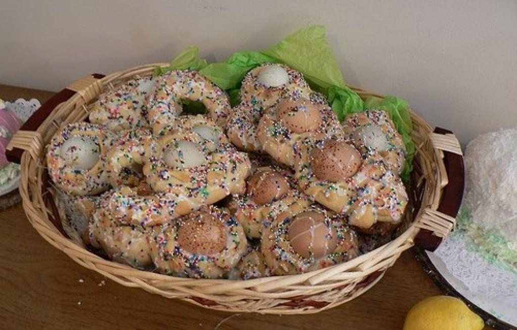 Wielkanocne chlebki z jajkiem