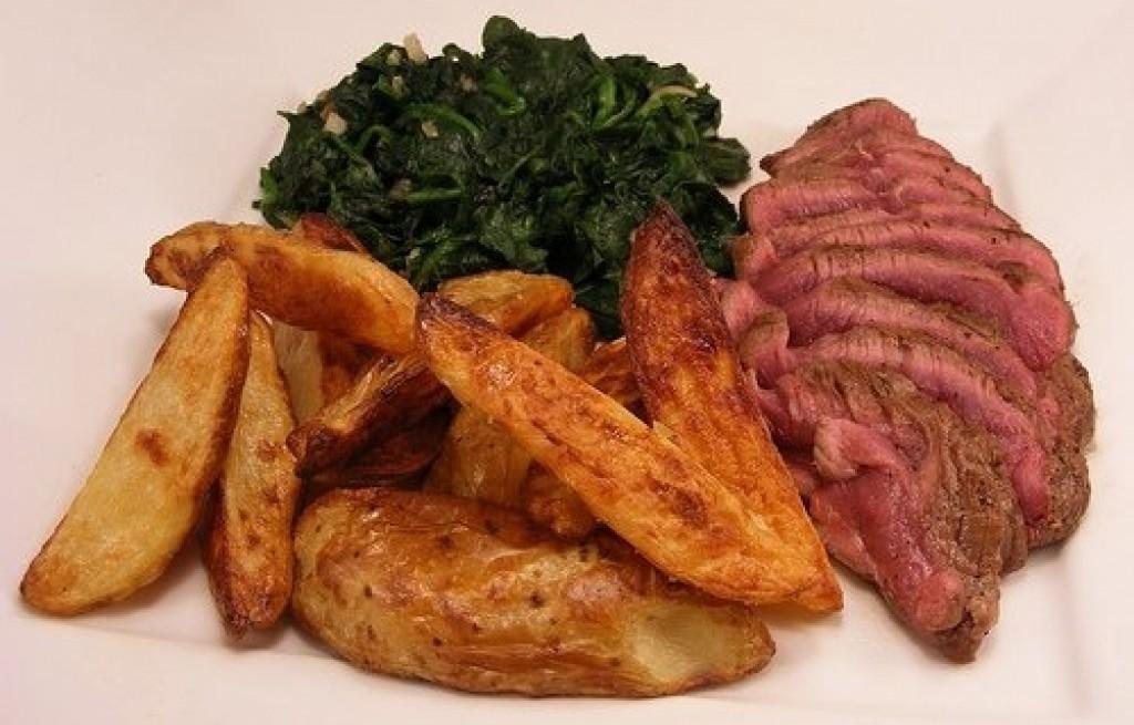 Szynka z grilla ze szpinakiem i ziemniakami