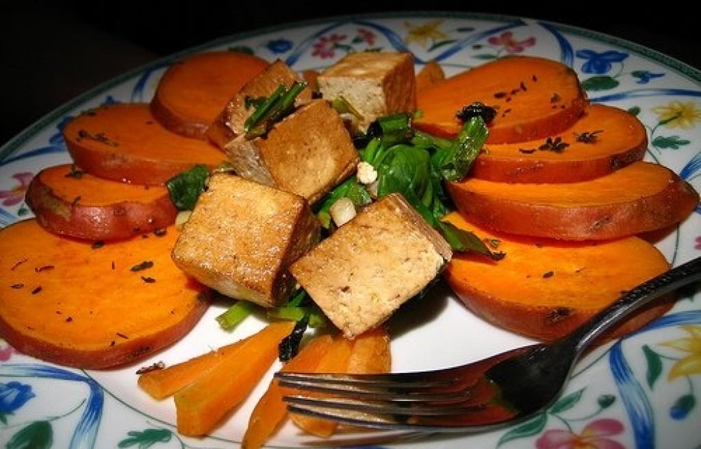 Tofu ze szpinakiem i batatem