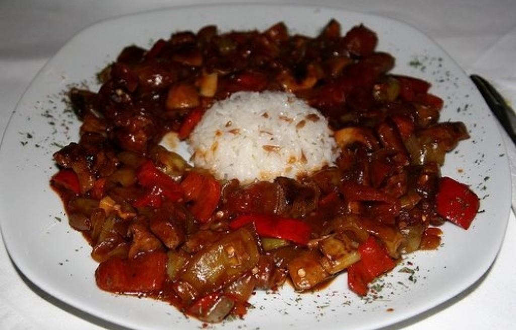 Jagnięcina z ryżem i papryką