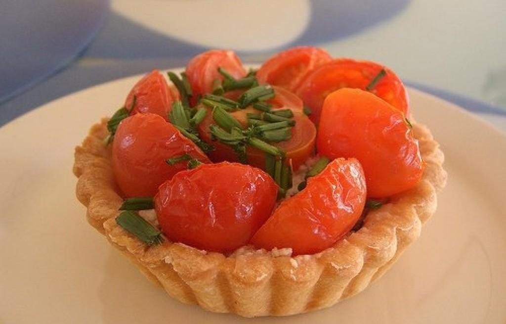 Tarta z pomidorami, ryżem i grzybami