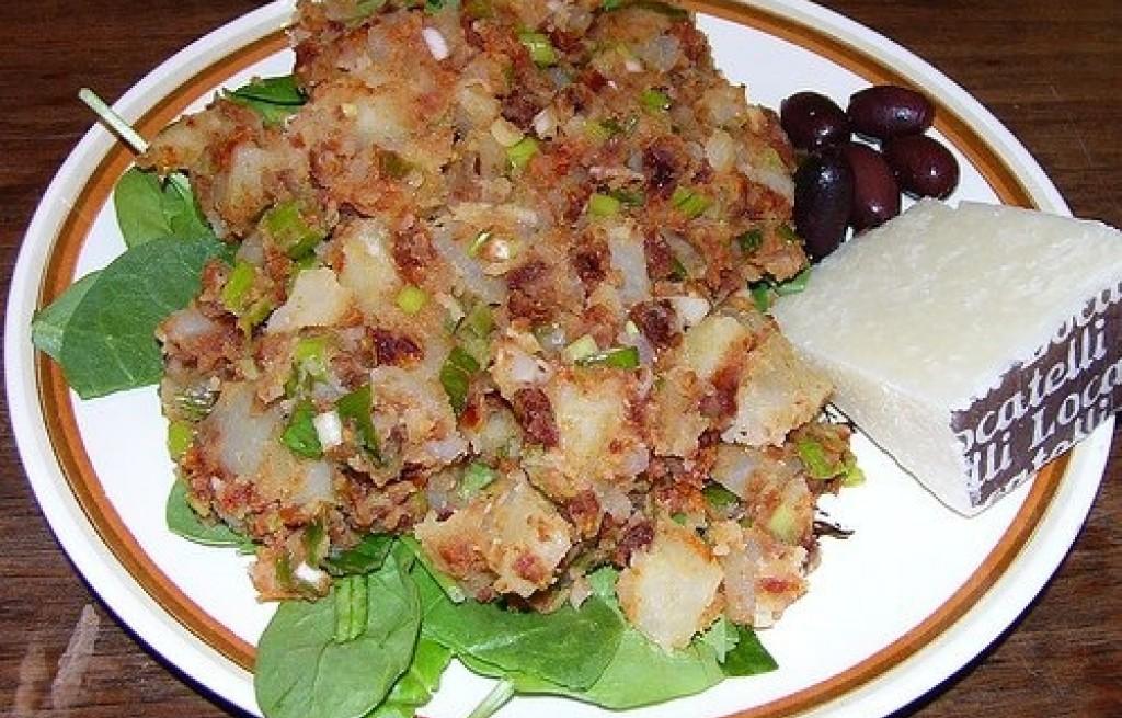 Sałatka z ziemniaków, pomidorów i sera
