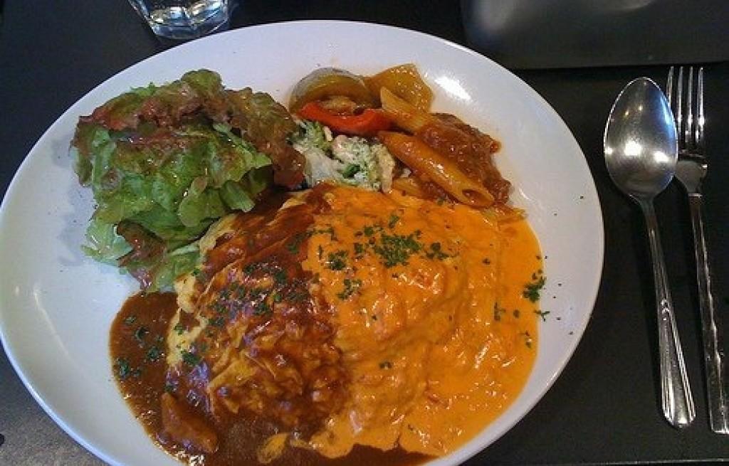 Omlet z dwoma sosami
