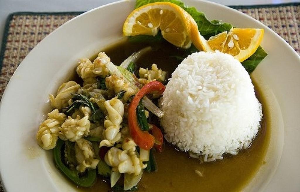 Kalmary z ryżem, sosem sojowym i pomarańczą