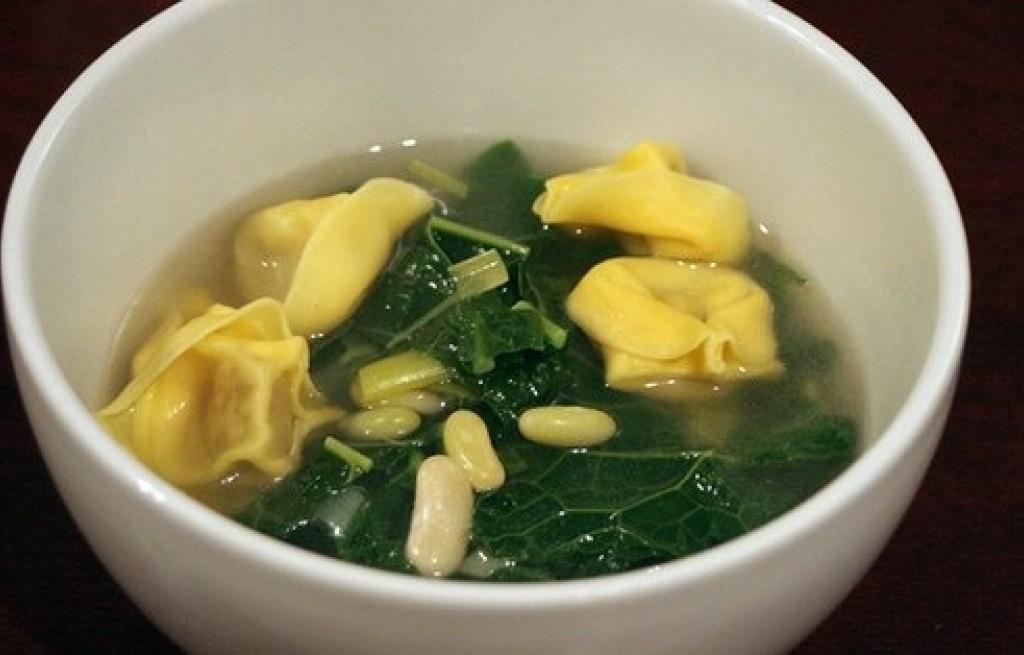 Zupa warzywna z makaronem tortellini