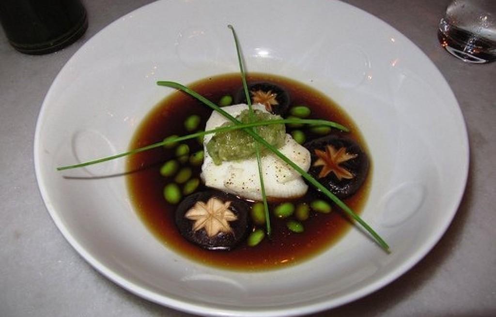 Halibut  z pieczarkami w sosie sojowym