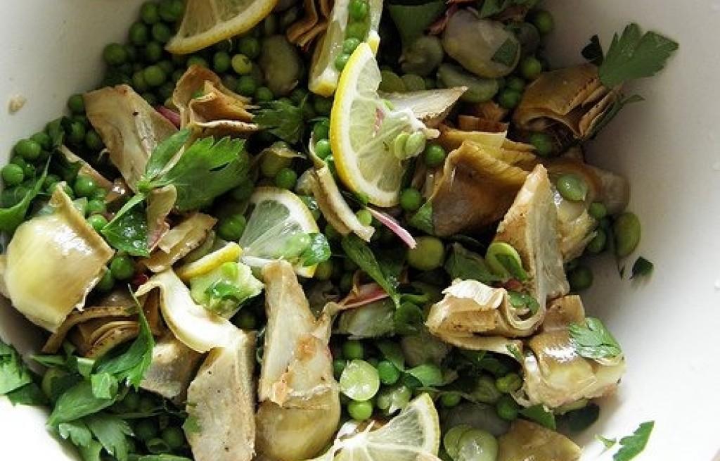 Sałatka z karczochów, bobu, groszku i cytryny