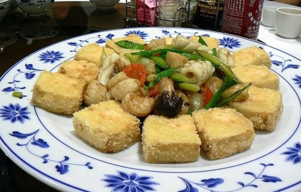 Tofu z grzybami i owocami morza