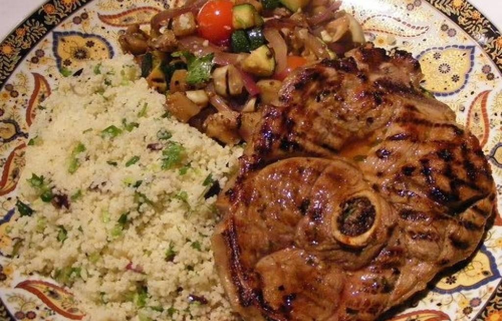 Baranina grillowana z kuskusem i warzywami