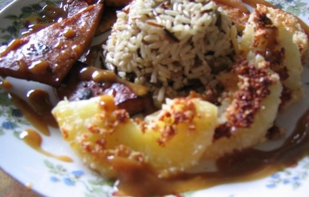 Ryż z pieczonym ananasem i tofu