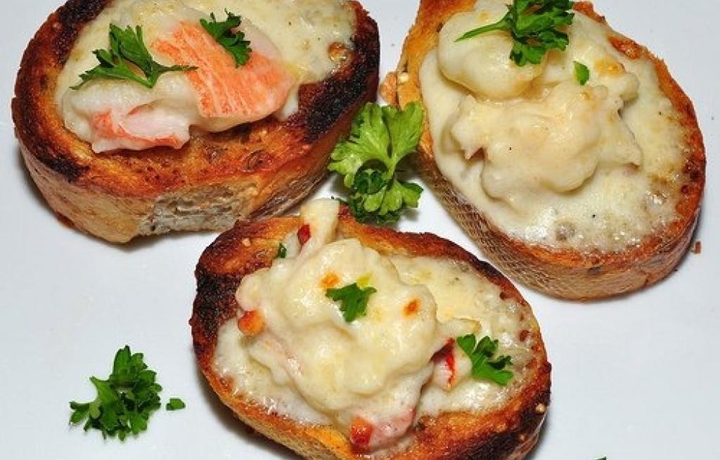 Grzanki z serem i homarem