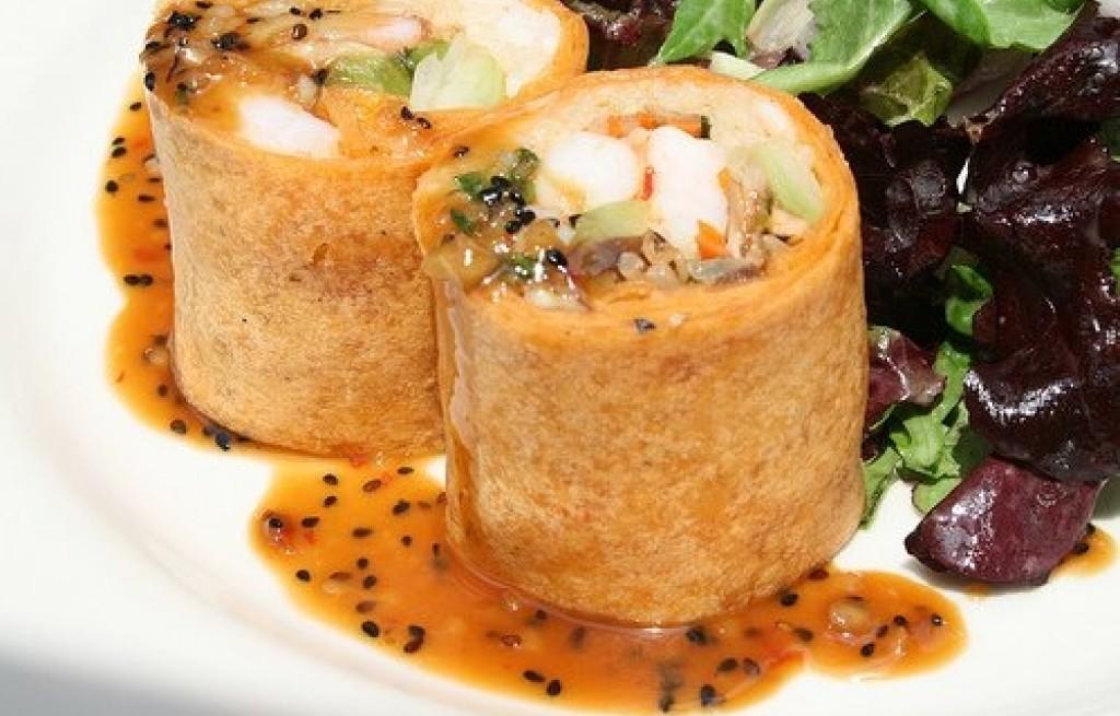 Krewetki w cieście francuskim z sosem orzechowym