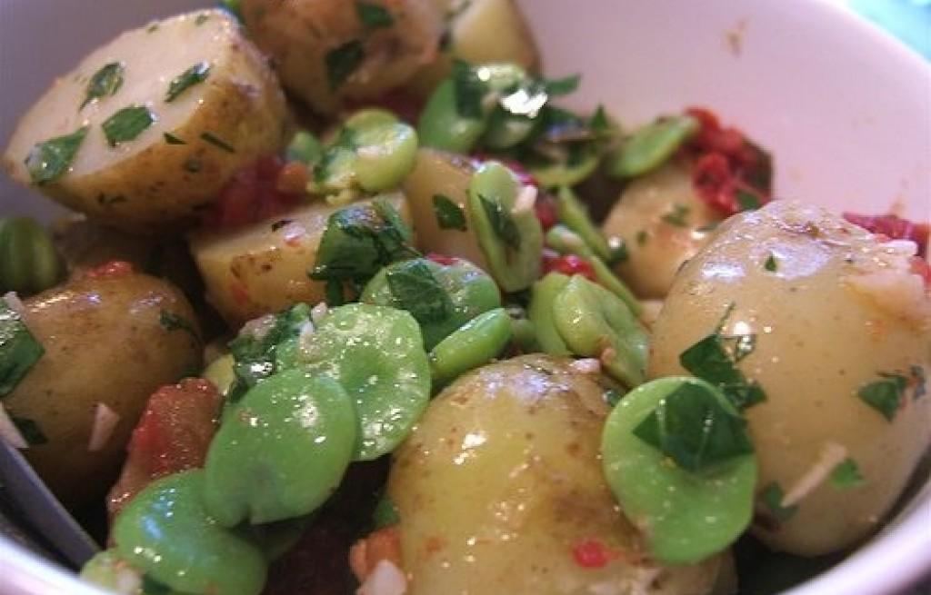 Sałatka z ziemniaków, bobu i pomidorów