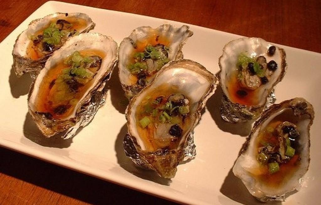 Ostrygi z sosem sojowym i winem ryżowym