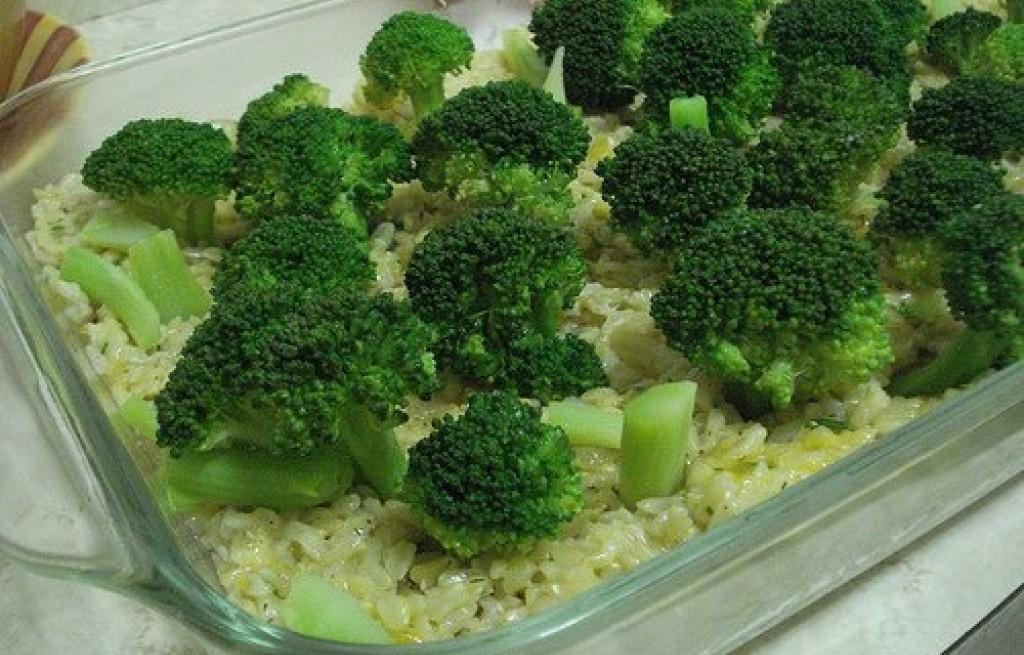 Zapiekanka z ryżu, brokuła i kukurydzy