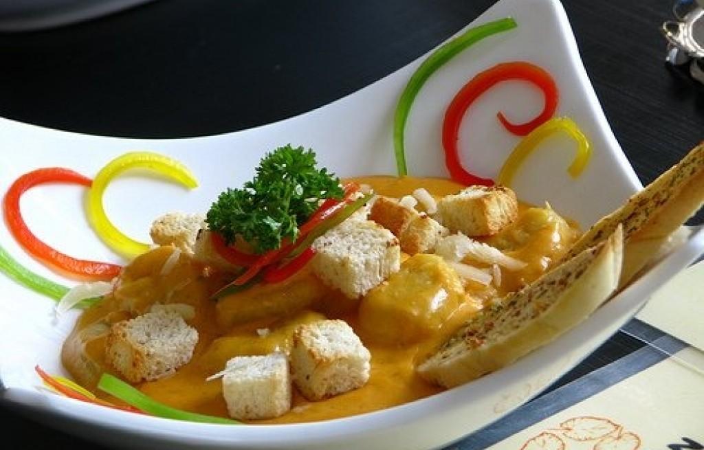 Krewetki z grzankami i sosem curry