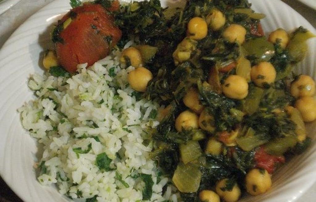 Gulasz z ciecierzycy, pomidorów i ryżu