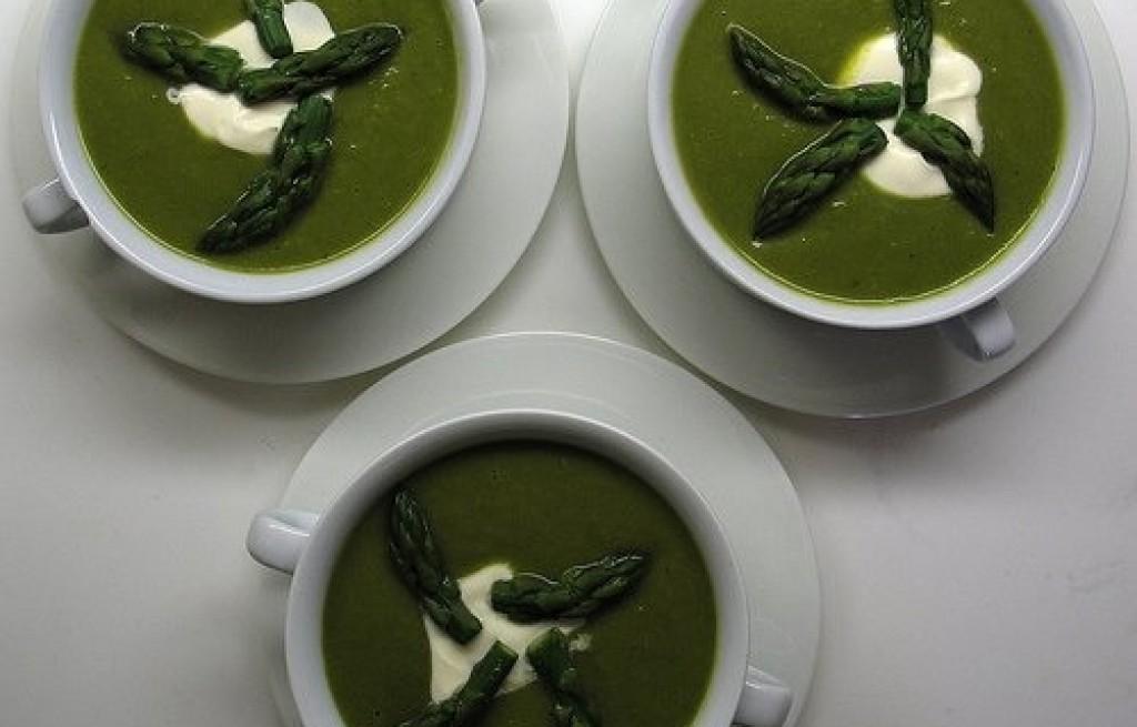 Szparagi w zielonym sosie