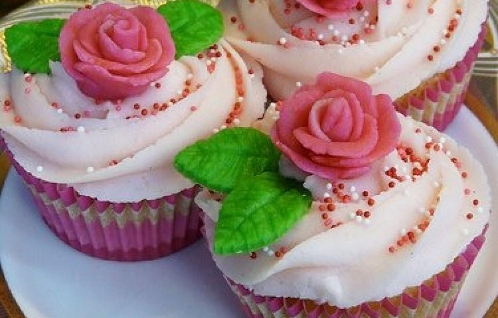 Babeczki waniliowo-różane