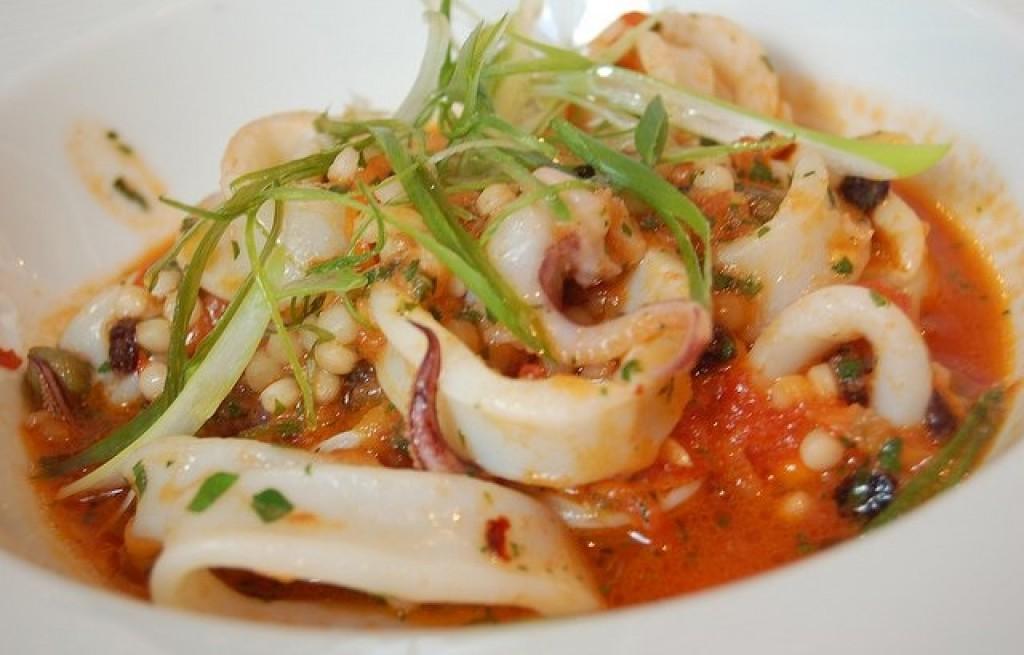 Kalmary z soją w sosie pomidorowym
