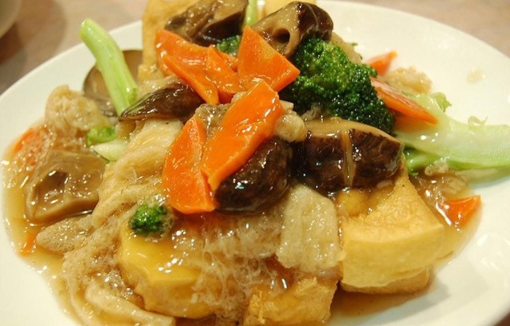 Tofu z podgrzybkami i warzywami