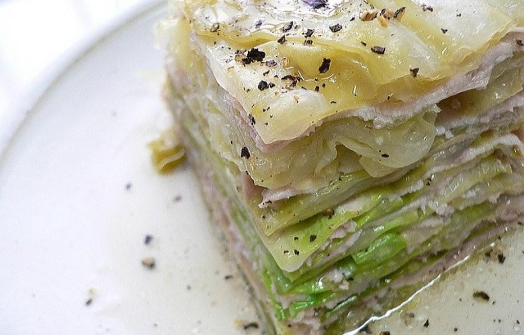 Kapusta z pistacjami i wieprzowiną gotowaną na parze