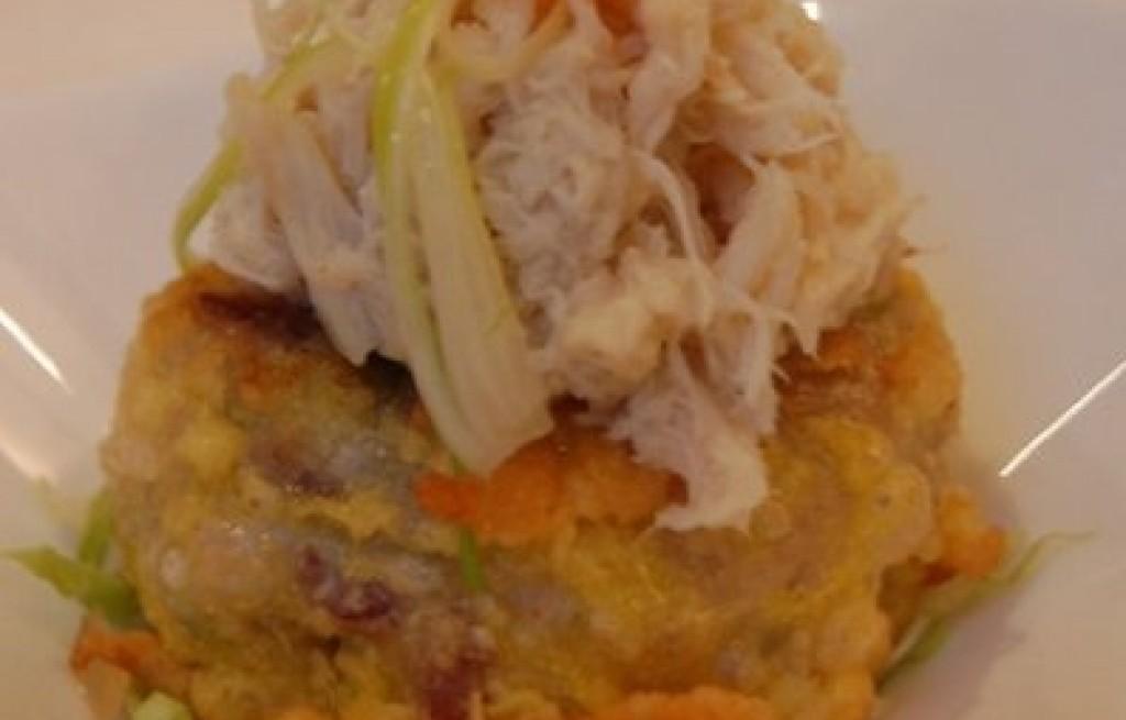 Kurczak gotowany ze smażoną rybą w jarzynach