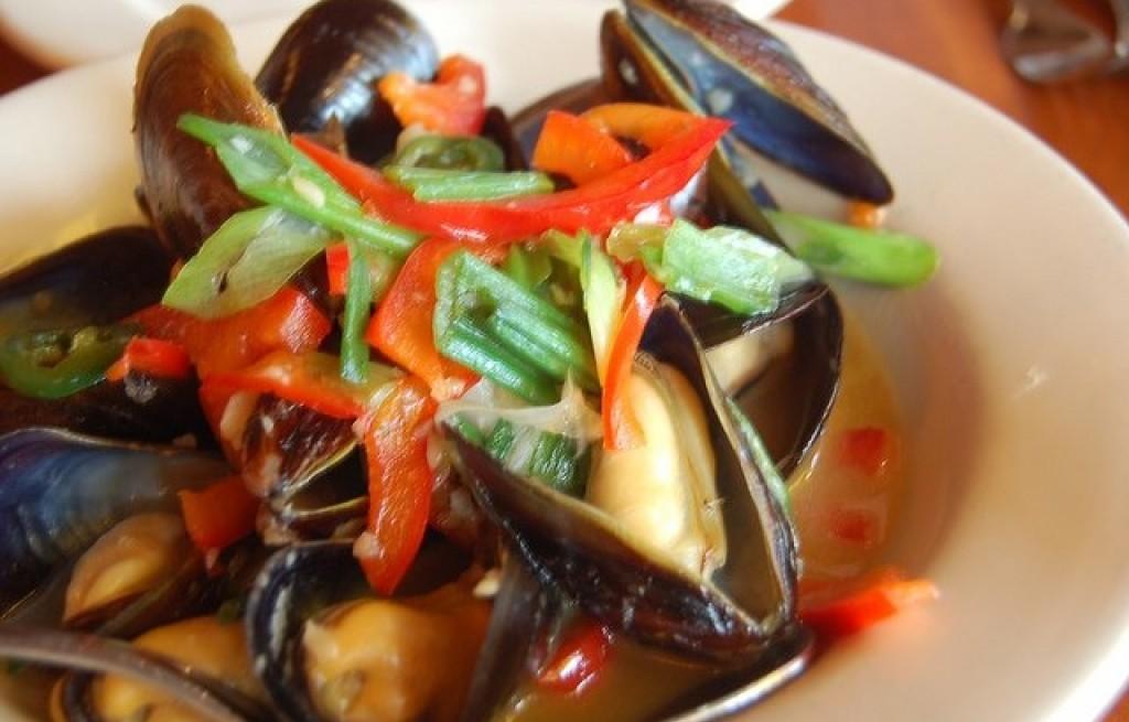 Małże z warzywami w sosie curry