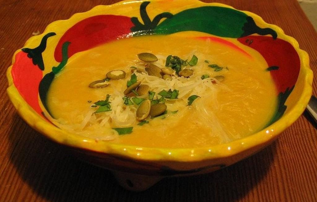Zupa z dyni i pieczonej papryki