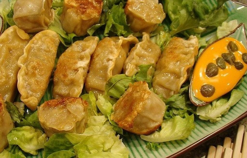 Pierogi z tofu i sosem dyniowo-rodzynkowym