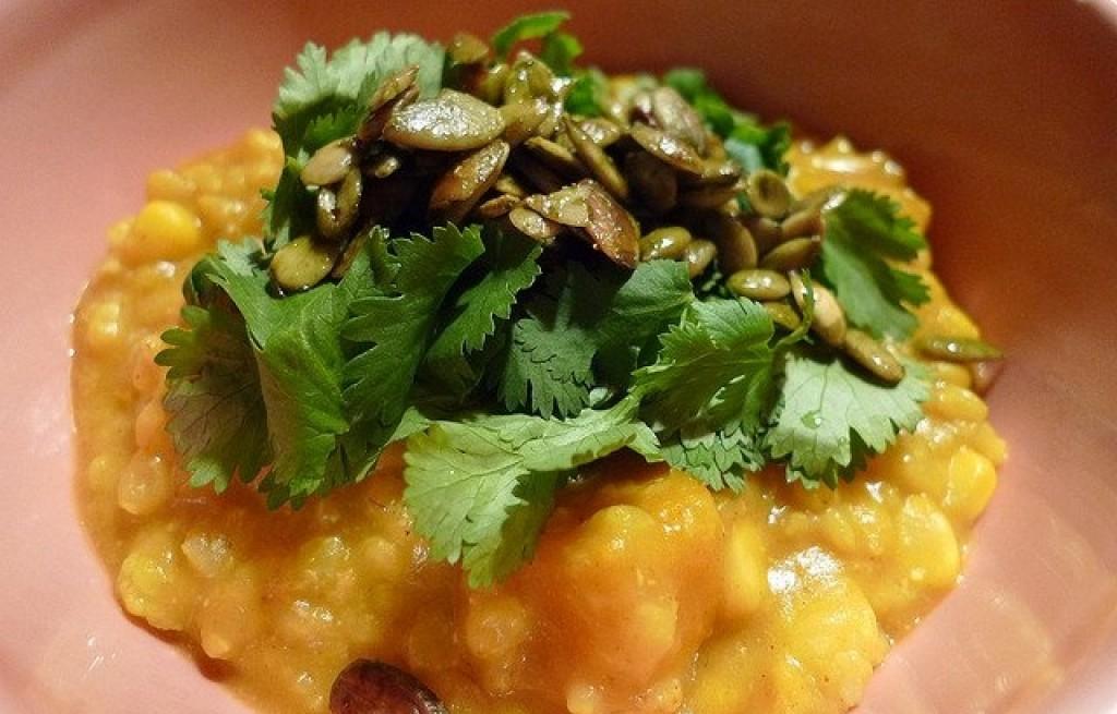 Dynia z kukurydzą i curry