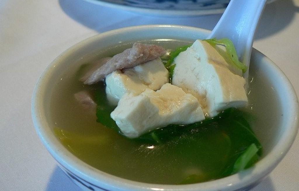 Zupa z tofu i wieprzowiną
