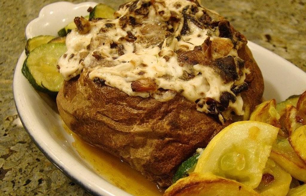 Ziemniaki zapiekane z pieczarkami, serem i cukinią