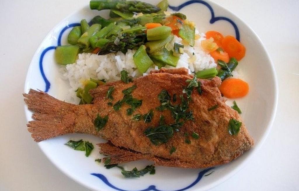 Okoń z ryżem i warzywami