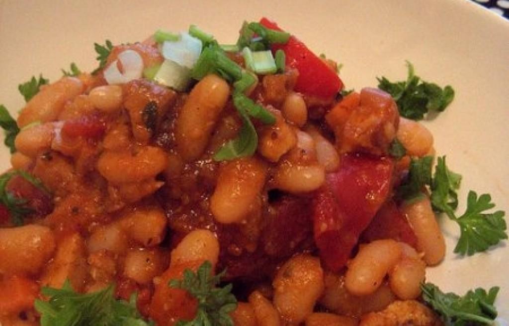 Gulasz z fasoli, pomidorów i marynowanego tofu