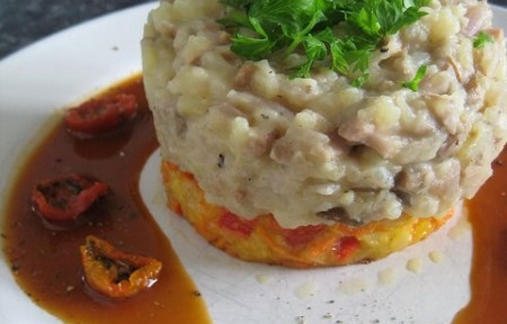 Ziemniaki z fasolą, ryżem i pomidorami