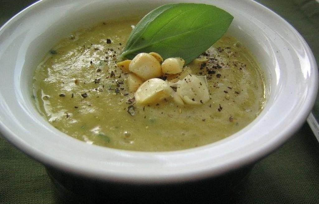 Zupa kukurydziana z bazylią i ziemniakami