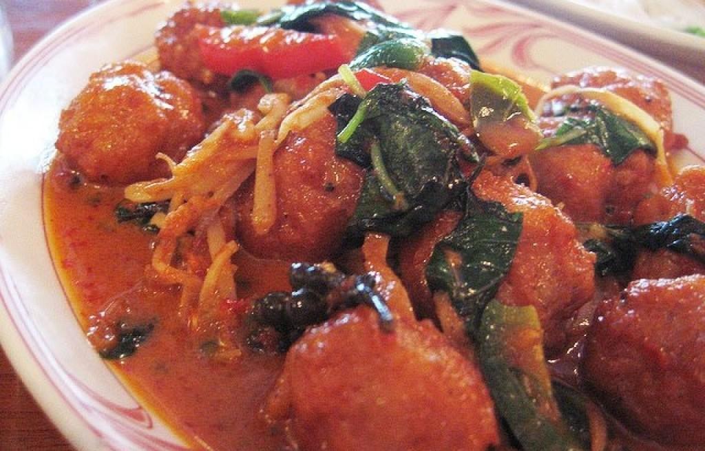 Krewetki z warzywami i  ryżem w sosie pomidorowym