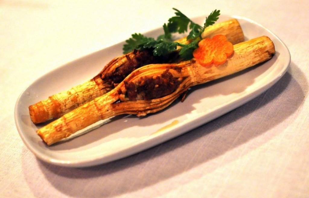 Pędy bambusa z mięsem
