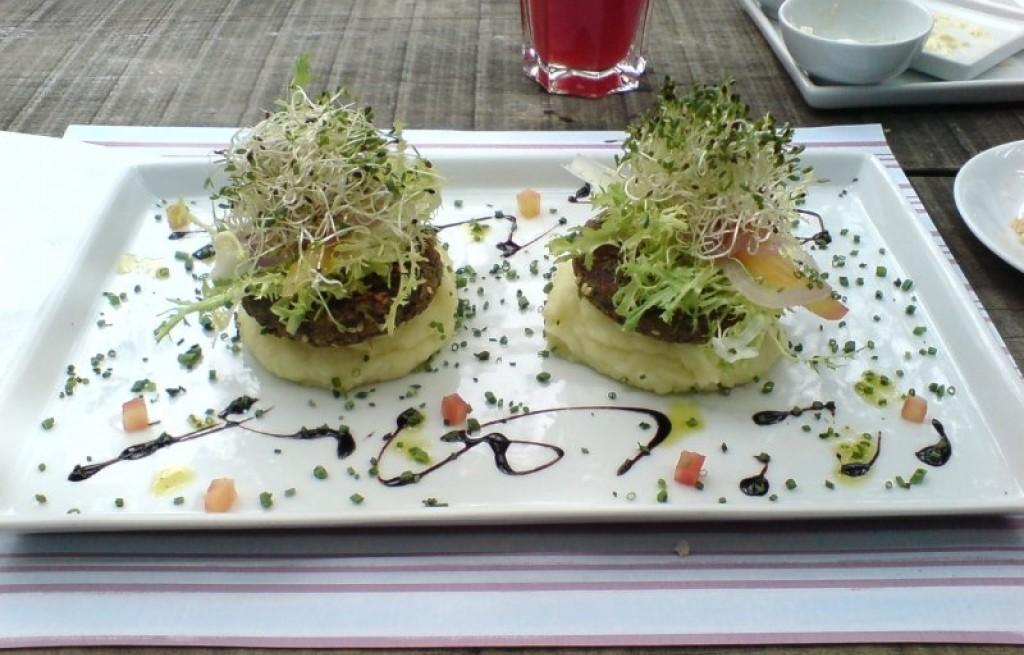 Hamburger sojowy z ziemniakami