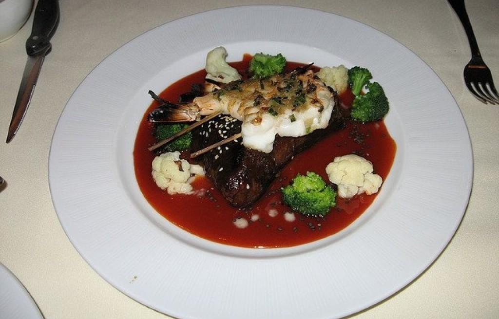 Wołowina z dorszem w sosie pomidorowym