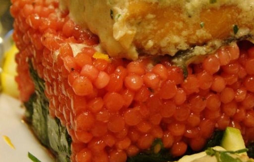 Łosoś z kuskusem w sosie cytrynowym