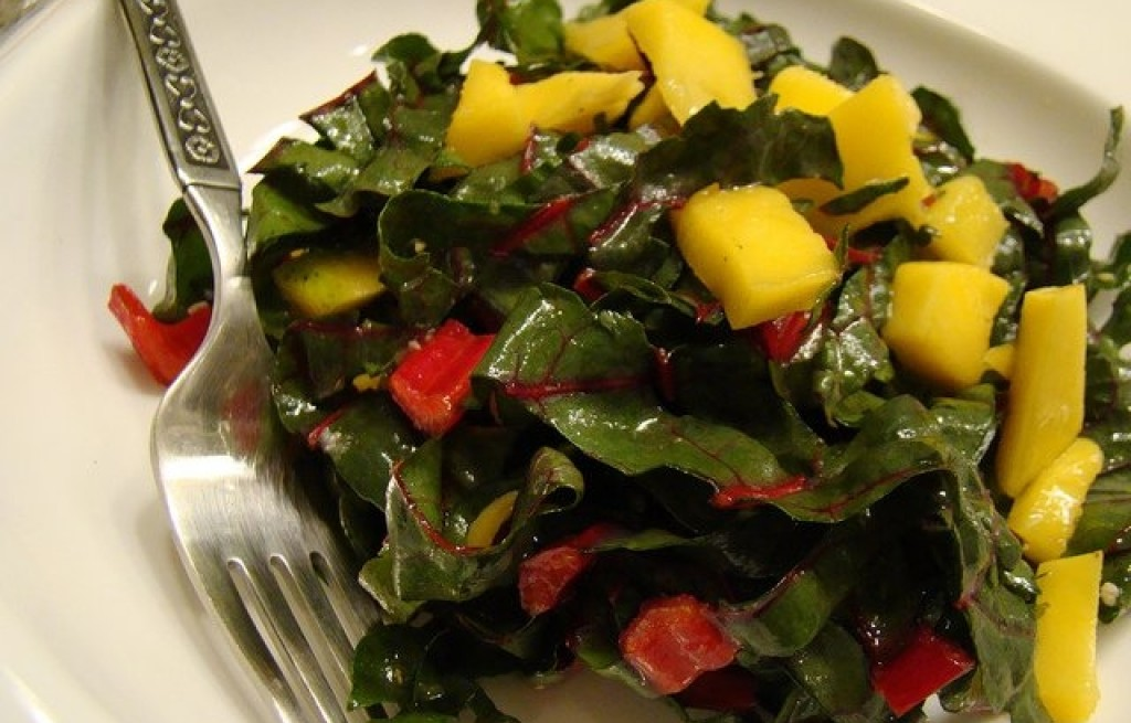 Sałatka z botwiny i mango
