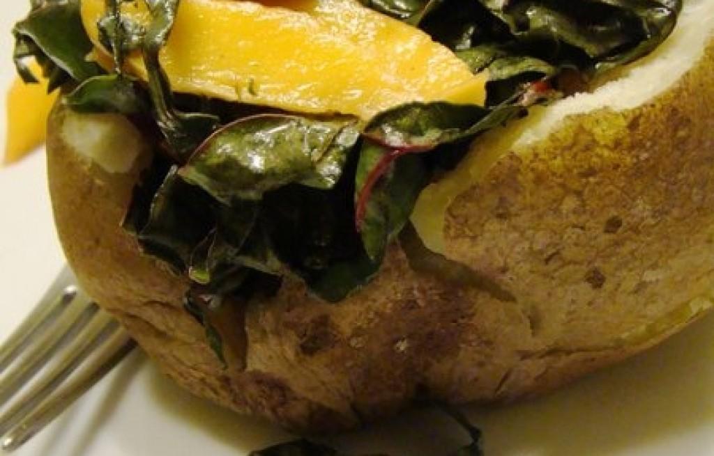 Ziemniaki  z botwiną i brzoskwinią